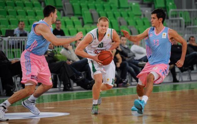 Vse niti igre pri Megi vleče Nenad Miljenović (desno). foto: abaliga.com