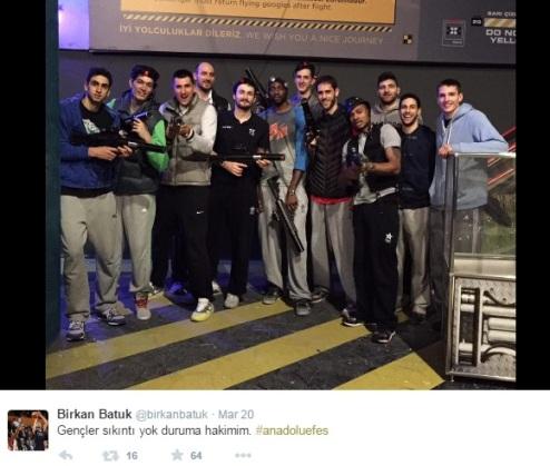 Anadolu Efes igralci po zmagi privoščili sporstitev